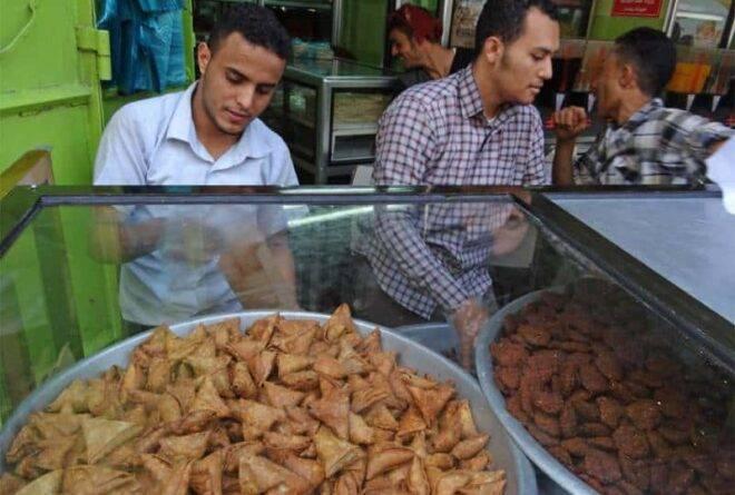 رمضان في اليمن.. أزمات ووجبات خاصة ومحاولات للعثور على الفرح