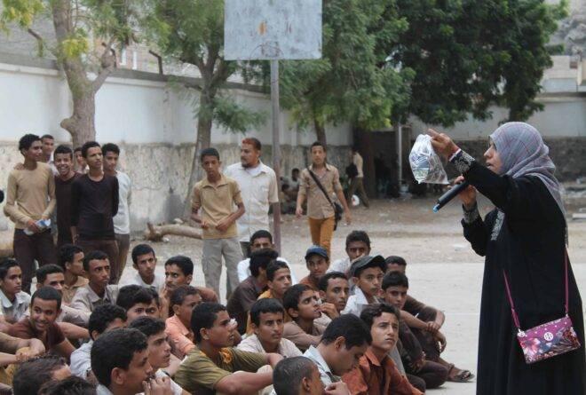 سيدة في عدن تقود حرب شوارع ضد المخدرات