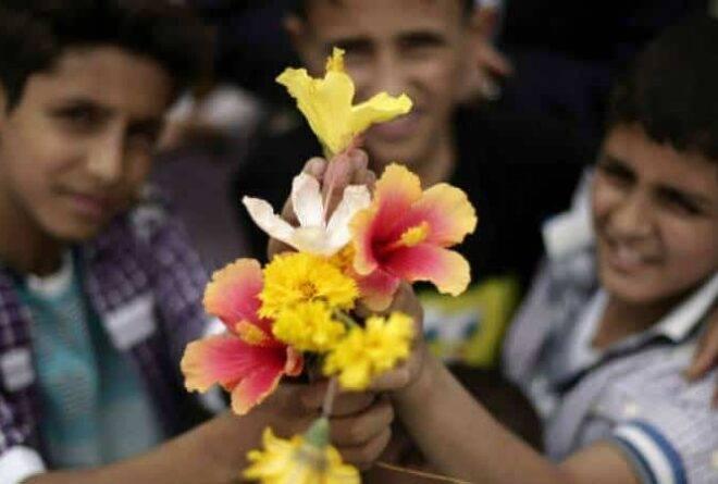 لماذا يخجل الشاب اليمني من حمل الزهور إلى حبيبته؟
