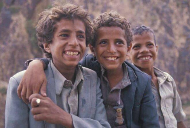 اليمنيون يقهرون قهرهم بسلاح النكتة السياسية!