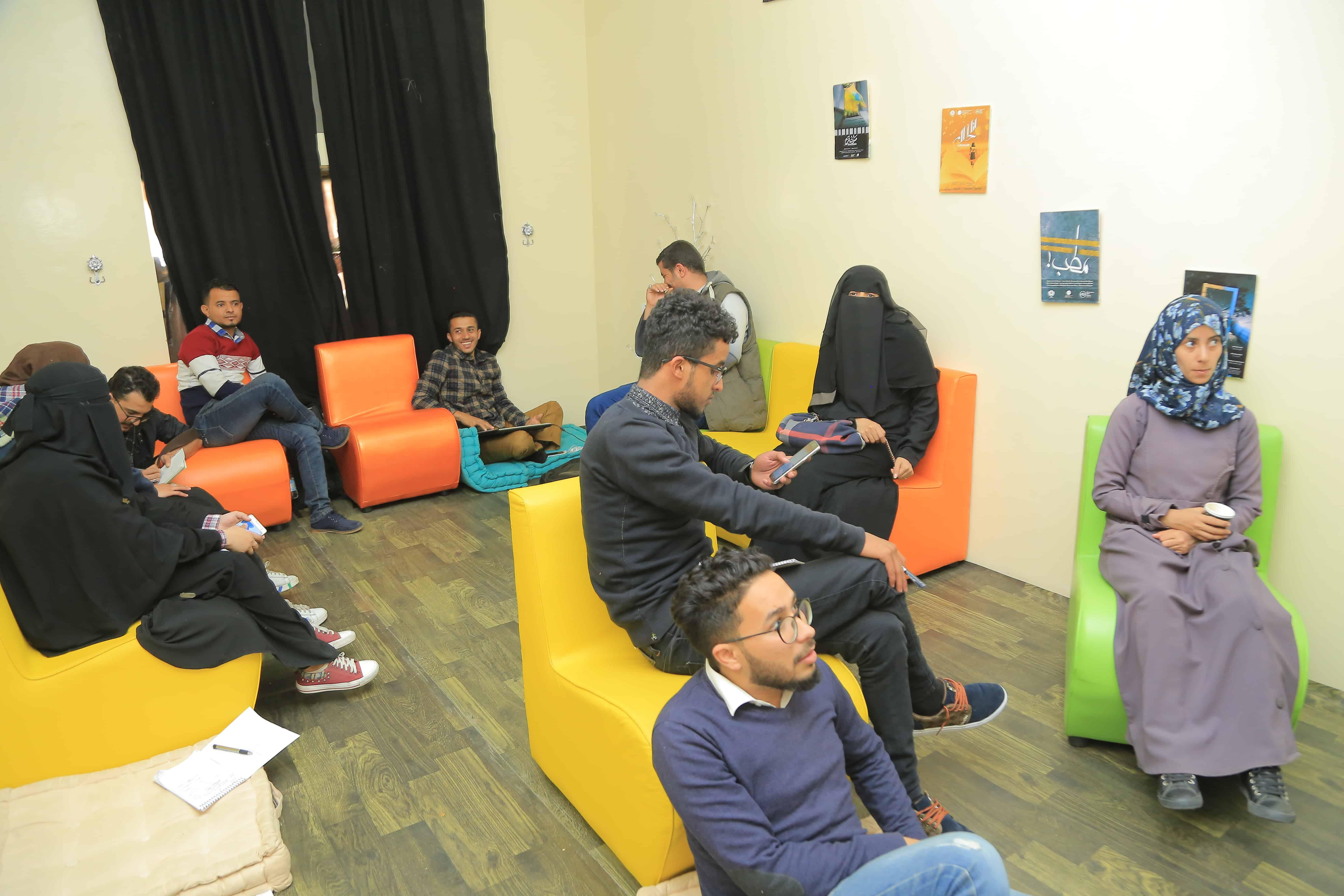 مشاركون من الجنسين في مخيم الأفلام في صنعاء