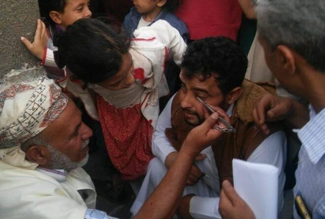 تكحيل الرجال من أغرب العادات الرمضانية في صنعاء