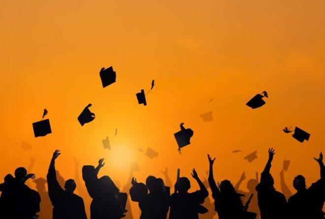 الدراسة الجامعية بين الطموح وضيق الفرص