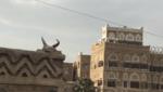 قرنان فوق منزل بصنعاء القديمة