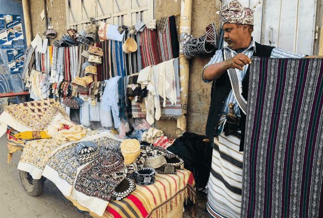 «المعوز».. لباس يجمع اليمنيين!